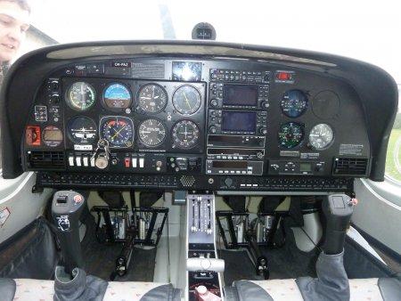 Pilotování letadla Sazená
