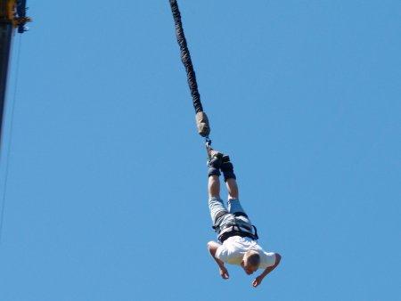 Bungee jumping z jeřábu v Praze