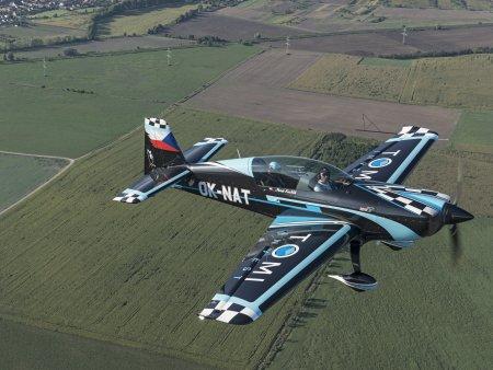 Let akrobatickým speciálem EXTRA